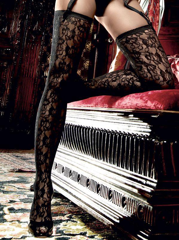 Baci Lingerie - Sorte strømper med overdådigt mønster